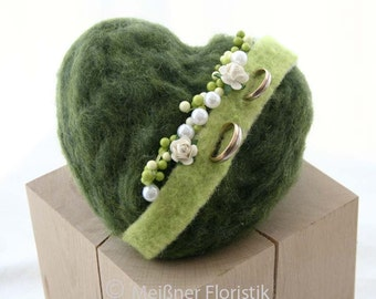 Heart - ring pillow in green white cream