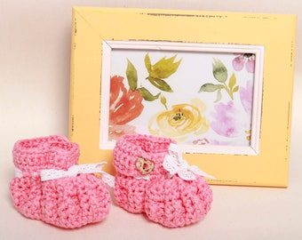 Baby girl booties-Booties and crib shoes-Crochet baby booties-Newborn booties-Newborn Gift-Pink baby booties-Lace detail pink booties
