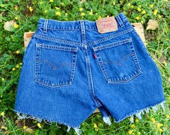 Vintage highwaisted Levi cutoff shorts