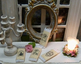 """Candles white Miniatures in the style of """"Shabby Chic"""" - 1/12 scale - accessory of Decoration for Dollhouse"""