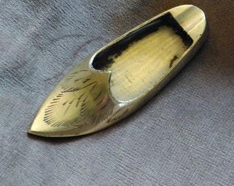 Brass shoe astray