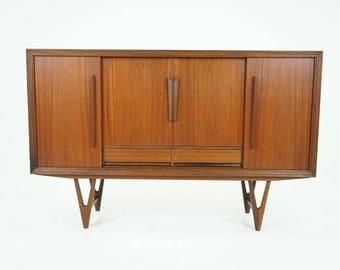 308-161 Danish Mid Century Modern Teak Sideboard Credenza Buffet Cabinet