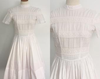 50s dress / 1950s dress / 1950s white crochet lace trim dress / vintage wedding dress / extra small XS S