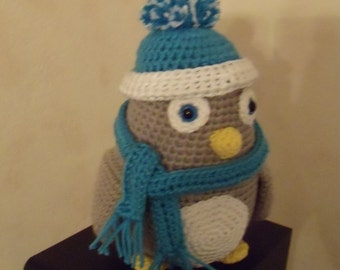 Penguin with CAP and crochet scarf
