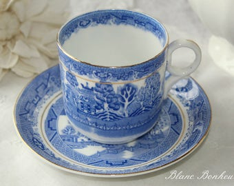 Bridgwood, Willow:  Tea cup (demitasse) and saucer, white and blue, Asian pattern