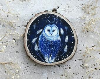 Night blue Barn owl, painting on wood slice, wood ornament to hang, glow in the dark decoration, barn owl art, barn owl gift