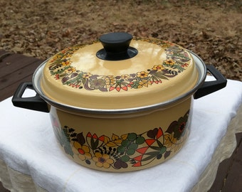 Flower power vintage cooking pot