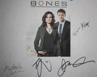 Bones Signed TV Pilot Script Screenplay X8 Autograph David Boreanaz Emily Deschanel Jonathan Adams T.J. Thyne Michaela Conlin Sam Trammell