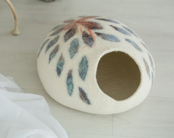 Cat bed, pet bed, cat cave, wool cat bed, felted cat bed, cat cocoon, cat house, pet furniture.