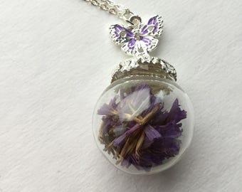 Amici. Purple flowers Necklace