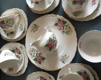 Stunning colclough bone china  (rare) vibrant bouquet of lillys/ 21 piece tea set/ colclough tea set / bone china 21 piece tea set