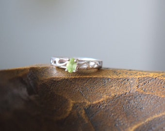 Lime Green Gemstone Vintage Silver 925 Solitaire Band, US Size 10.0, Used