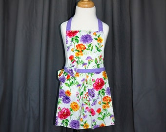Floral girls apron // purple apron // girls purple apron // girls purple floral apron // childrens apron //  kids apron // childs apron