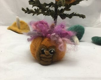 Needle felted small pumpkin (sarafina inspired)
