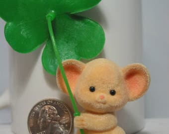 Mouse with 4 leaf clover