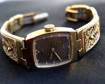 Vintage womens watch Luch - ladies square watch - Soviet mechanical women watches - Russian women's watch - Gold bracelet watch -