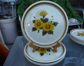 """1974 - 1982 Mikasa """"Melissa"""" - Set of Four ( 4 ) Dinner Plates 10 7/8 inches - Sunflowers, Daisies - Excellent Condition"""