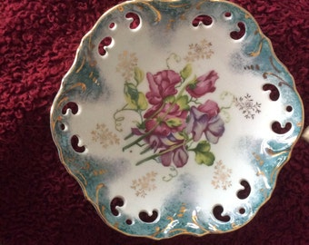 Great vintage home decor plate/bowl green, white and purple colors, day lilies
