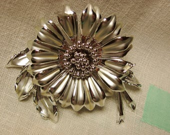1970's Big Daisy Silver Brooch