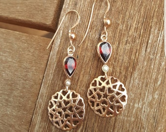 Rose gold earrings with Garnet and Pearl