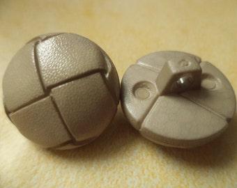 8 beige buttons 18mm (6747)