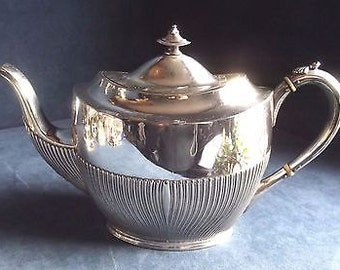 A SUPERB Antique Victorian ~ Q.Anne Style ~ SILVER Plated ~ Fluted TEAPOT ~ c1900 by James Dixon
