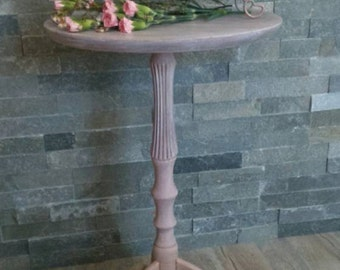 Small decorative pedestal style romantic