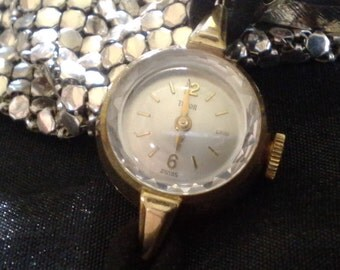 Vintage Tudor by Rolex Womans Watch Working Rock Crystal Face 9ct Gold 1940's in Very Good Condition