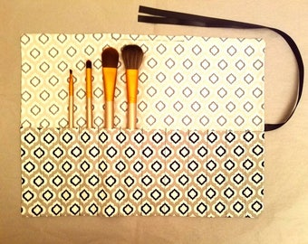 Gray, White and Black Diamond Pattern Makeup Brush Roll