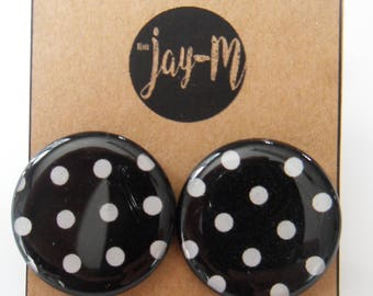 Black and white pattern with dots