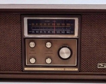 Vintage Midcentury GE Solid State Walnut Wood AM FM Stereo Phono Radio, T1020A, Parts Refurb or Display