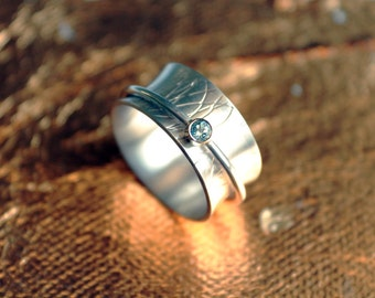 Spinner ring swivel game ring mobile silver ring with blue cubic zirconia feminine and playful with floral patterns