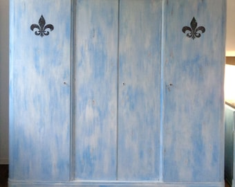 Vintage wardrobe in contrast - Shabby Chic French lily white and blue country house Cabinet linen cupboard