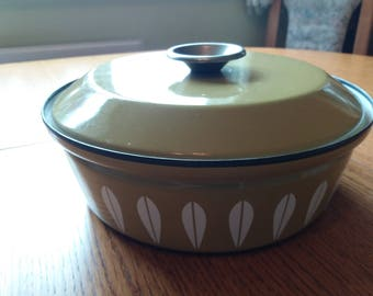 Catherine Holm Lotues ovenware