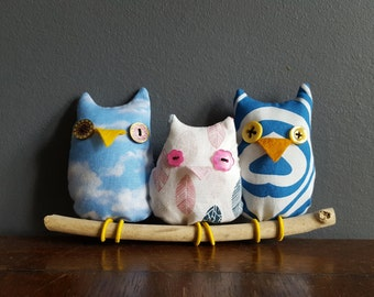 Stuffed owls on driftwood branch / birds / nursery decor / stuffed animals / ornament