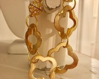 Gold Quatrefoil chain link bracelet with gold magnetic clasp