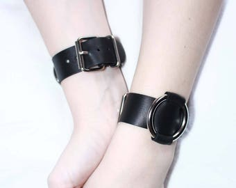 Harmony cuffs - Made of premium soft natural calf leather - close with a buckle and slide through a metallic O-ring at the front