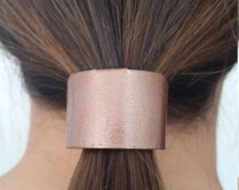 The Tail Cuff ponytail accessory slides on your band in 7 seconds. Cover that tail like a professional should. You owe it to the world.