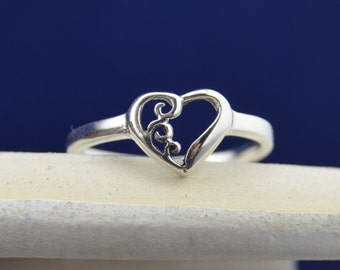 Sterling silver heart ring in sizes 4, 5, 6, 7, 8