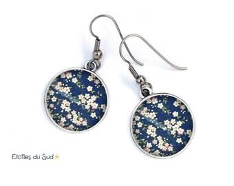 Bijoux d'oreilles cerisier du Japon, fond bleu/ref.81