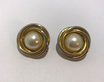Earrings clips vintage imitation pearls. french vintage jewelry earrings clipon