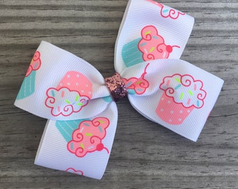 Cupcake Bow / Pink and White Cupcake Bow
