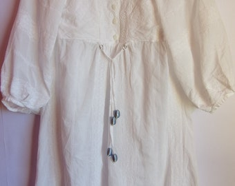 Vintage Womens Dress/ White Cotton Dress/ Embroidered Tunic/ Summer Dress/Pearl Button Up/Bushy Dress/ Size S- M
