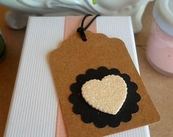 8 tags kraft circle scalloped black and glitter heart