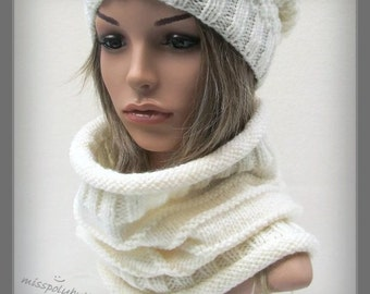 Off white hand knit cowl - infinity loop - wool scarf - knitted scarf - ribbed cowl - womens gift