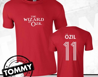 Arsenal Mesut Ozil Wizard Of Ozil T-Shirt - Red