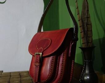 Handmade Leather Bag, Small Messenger Bag, Red Purse, Woman Cross Body Bag, Hand stitched Bag, Retro Metropolitan, Casual Bag, Gift for her