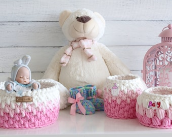 Set of baskets for storage and booties for the newborn