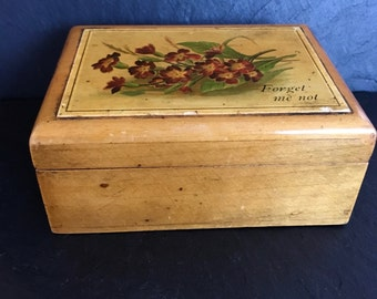Vintage wooden box. Wooden box. Jewellery box.  Collectable box. Trinket box.Love token. Forget me not treen. Vintage Moon London