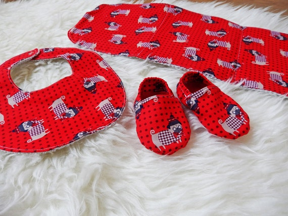 Baby gift set, baby bib, burp cloth, shoes, dogs, ready to send, baby shower